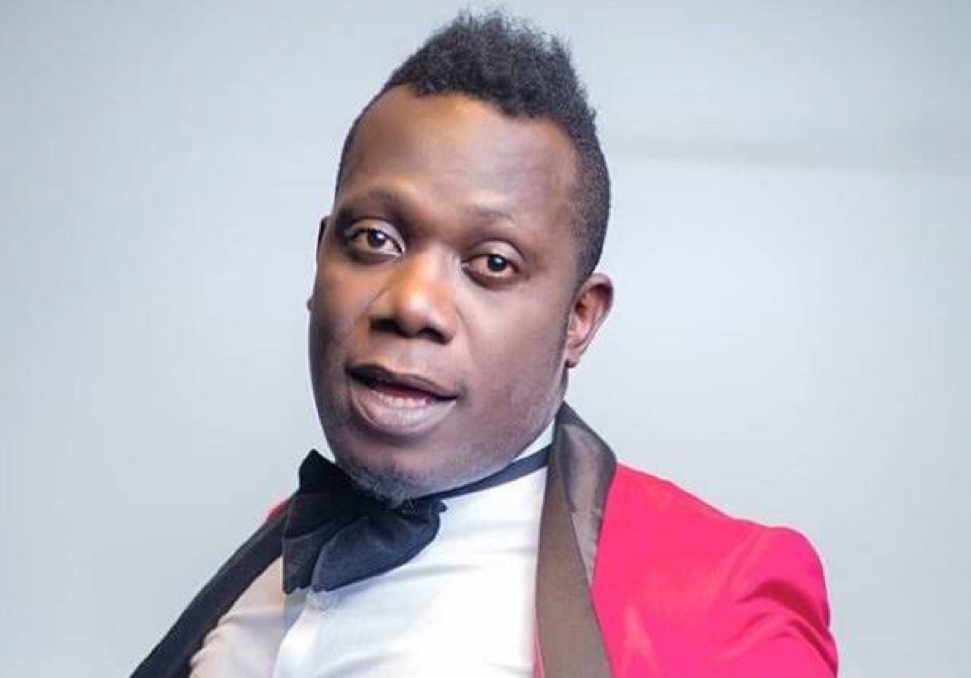 Singer Duncan Mighty Goes On Road Trip Wearing Life-Tortoise On His Neck