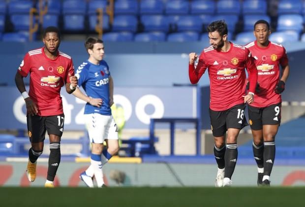 EPL: Cavani, Fernandes Ease Pressure On Solskjaer After 3-1 Win Against Everton