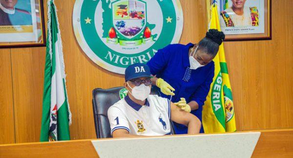 Ogun Governor, Dapo Abiodun Receives COVID-19 Vaccine