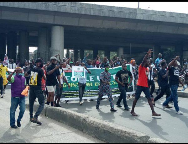 BREAKING: June 12 Protesters Arrive Gani Fawehinmi Park In Lagos