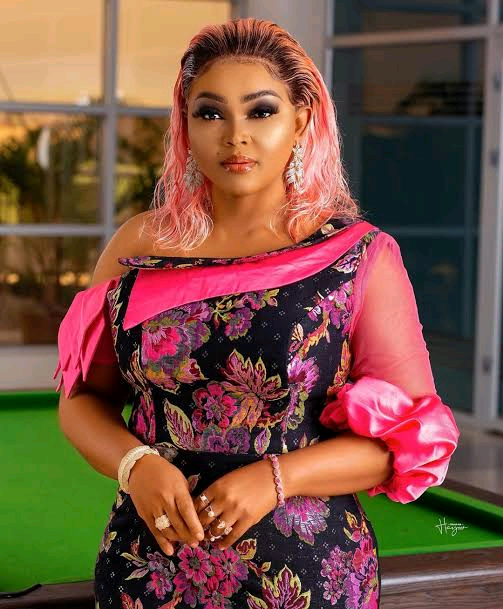 """""""I Might Give Marriage A Second Shot"""", Mercy Aigbe Says As She Flaunts Flowers She Received From Her New Man"""
